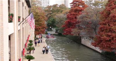 秋日美丽圣安东尼奥枫叶火红游人坐船游览景色风光高清视频拍摄