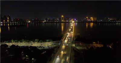 南昌城市夜晚川流不息的车流实拍视频