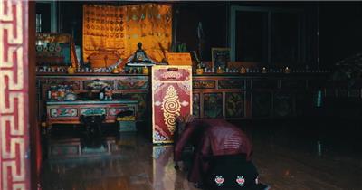 实拍拉萨西藏城市风景与点烛拜佛跳广场舞