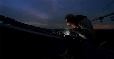 建筑工地 电焊 塔吊 建筑工人 场馆建设商务视频素材商务人士公司成功商业素材