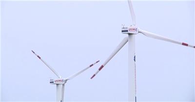 清新郊区宁静生活风车旋转发电农村生活风景高清视频实拍