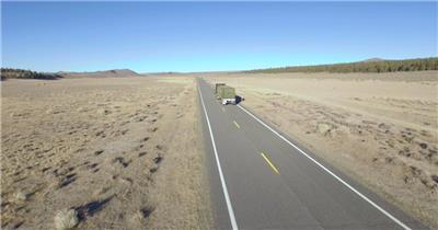 荒野沙漠道路大卡车行驶无人机高空视觉拍摄高清视频实拍
