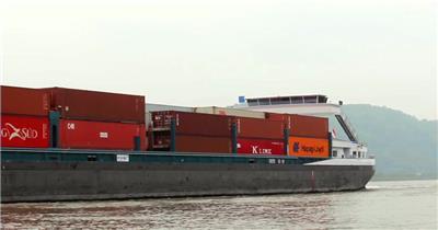 浩瀚山河各类载货轮船装载大型货柜货物海上行驶运输高清视频实拍