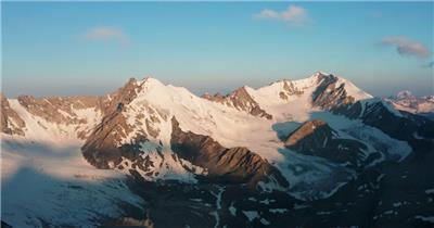航拍新疆天山雪山