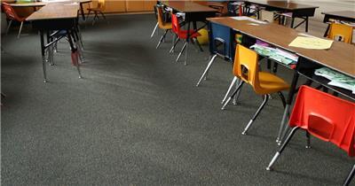 儿童教育小学校园课堂教室整齐摆放镜头视觉上移高清视频实拍