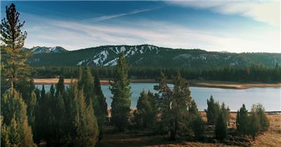 雪山湖泊航拍
