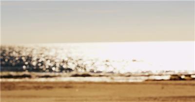 黄金沙滩海水斑斓闪烁实拍高清视频素材