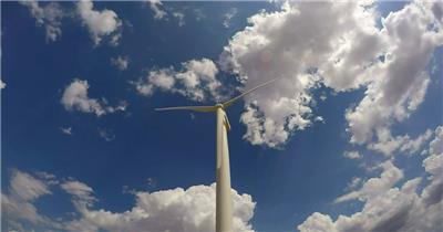 蓝天白云自然能源风车发电转动电力科技设备高清视频延时实拍