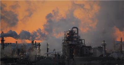 日落黄昏工业生产加工精炼散发烟雾排放环保公益高清视频实拍