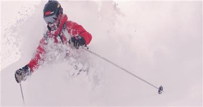 实景拍摄雪山疯狂滑雪运动视频