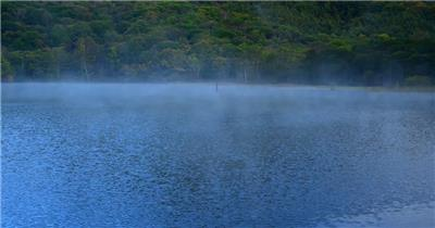 [4K] 雾气潮潮的湖面 4K片源 超高清实拍视频素材 自然风景山水花草树木瀑布超清素材